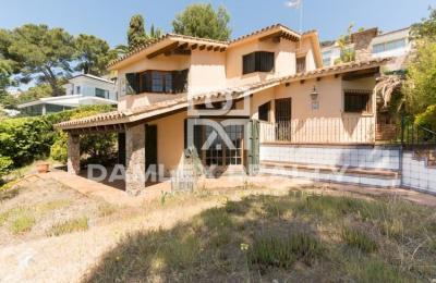 Maison / Villa avec 4 chambres, terrain 830m2, a vendre á Blanes, Costa Brava