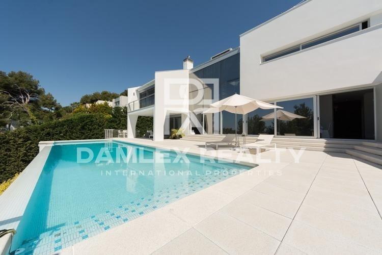 Maison / Villa avec 5 chambres, terrain 1100m2, a vendre á Blanes, Costa Brava