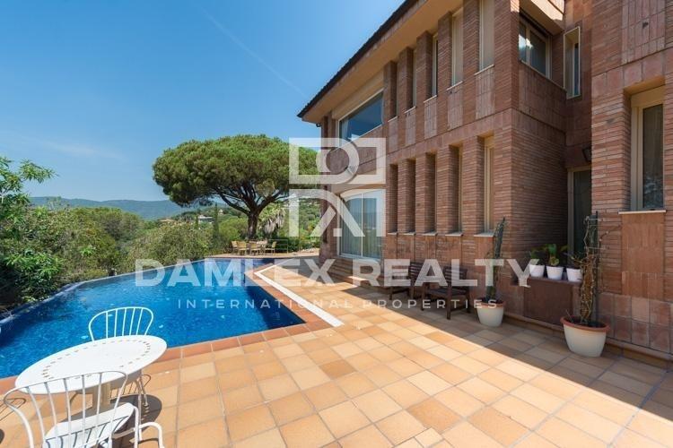 Maison / Villa avec 4 chambres, terrain 2500m2, a vendre á Cabrils, Côte Nord de Barcelone