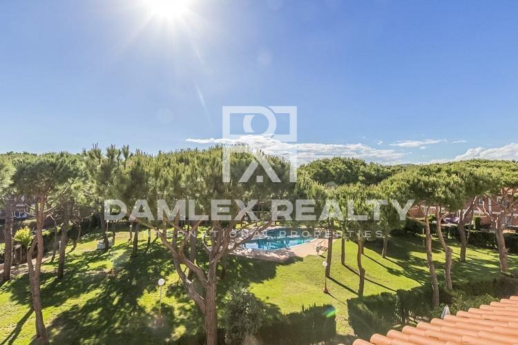 Maison / Villa avec 4 chambres, terrain 100m2, a vendre á Gava, Côte sud de Barcelone