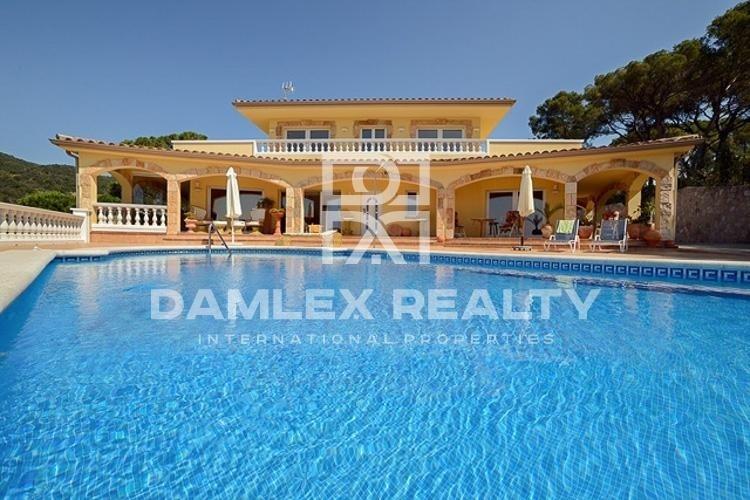 Maison / Villa avec 3 chambres, terrain 2000m2, a vendre á Tossa de Mar, Costa Brava
