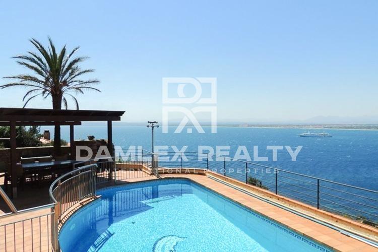 Maison / Villa avec 4 chambres, terrain 906m2, a vendre á Autres zones, Costa Brava