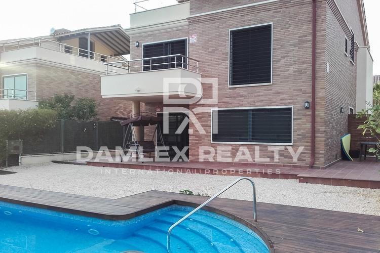 Maison / Villa avec 4 chambres, terrain 527m2, a vendre á Vilassar de Dalt, Côte Nord de Barcelone