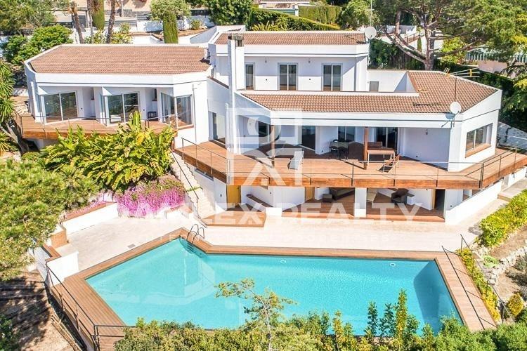 Maison / Villa avec 5 chambres, terrain 1584m2, a vendre á Alella, Côte Nord de Barcelone