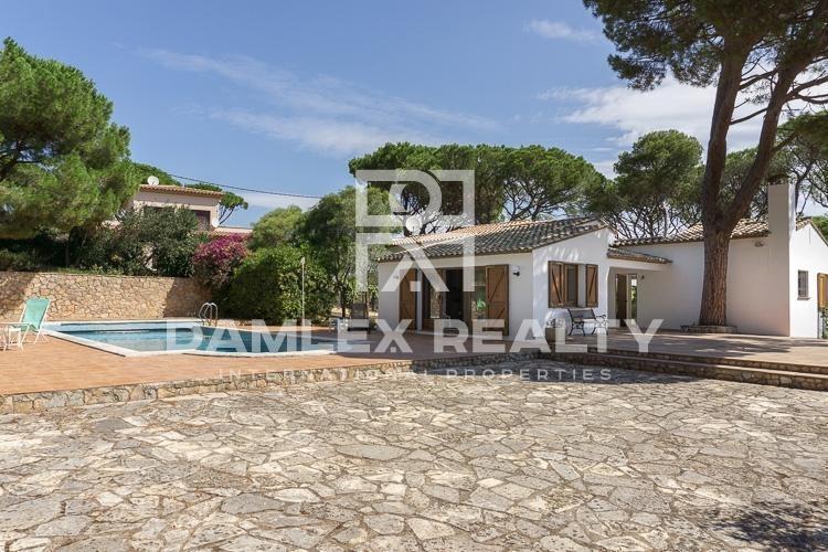 Maison / Villa avec 4 chambres, terrain 2100m2, a vendre á Begur, Costa Brava