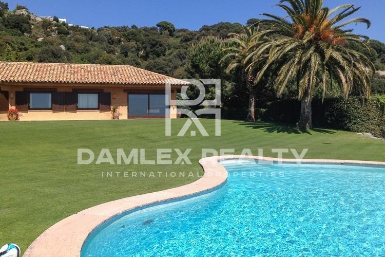 Maison / Villa avec 7 chambres, terrain 2640m2, a vendre á Sant Andreu de Llavaneres, Côte Nord de Barcelone