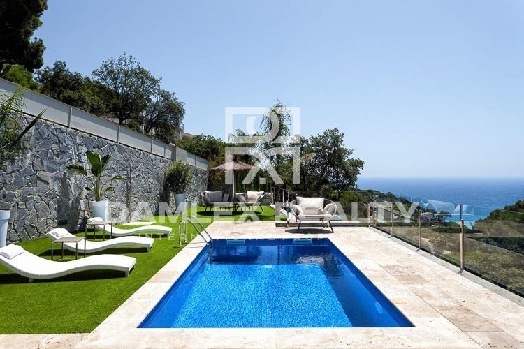 Maison / Villa avec 4 chambres, terrain 900m2, a vendre á Tossa de Mar, Costa Brava