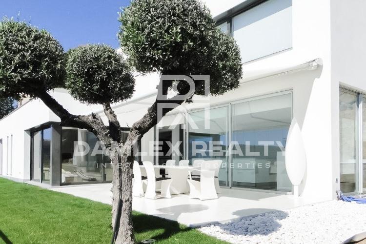 Maison / Villa avec 5 chambres, terrain 1250m2, a vendre á Calonge, Costa Brava