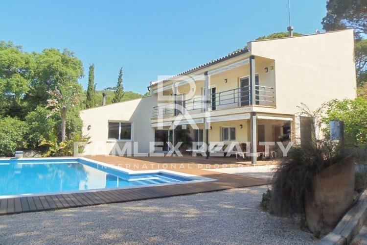 Maison / Villa avec 4 chambres, terrain 3677m2, a vendre á Cabrils, Côte Nord de Barcelone