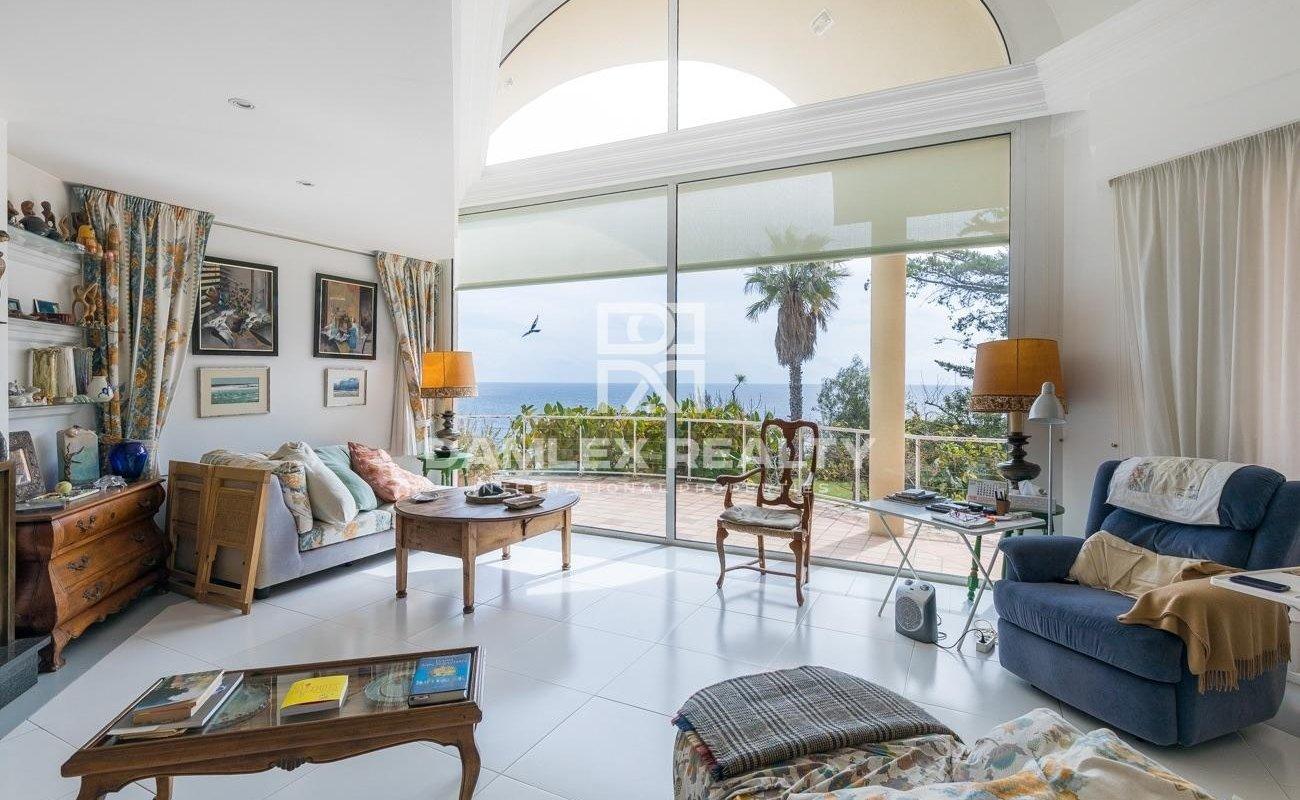 Propriété de luxe à vendre sur la Costa Brava située en première ligne de mer