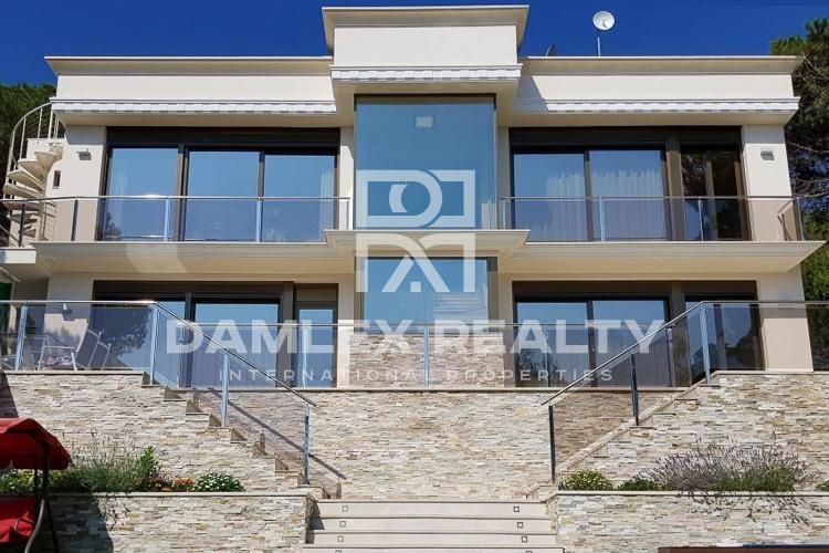 Nouvelle villa avec de superbes vues sur la mer. Costa Brava.