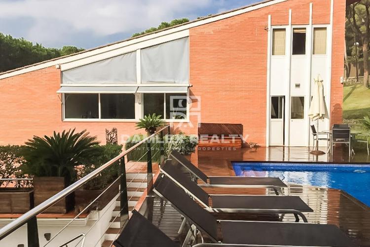 Maison / Villa avec 5 chambres, terrain 2400m2, a vendre á Cabrils, Côte Nord de Barcelone