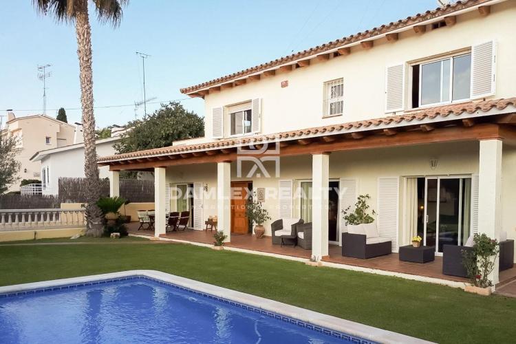 Maison / Villa avec 5 chambres, terrain 551m2, a vendre á Sitges, Côte sud de Barcelone