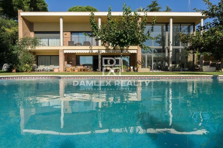 Maison / Villa avec 5 chambres, terrain 3100m2, a vendre á Sant Andreu de Llavaneres, Côte Nord de Barcelone