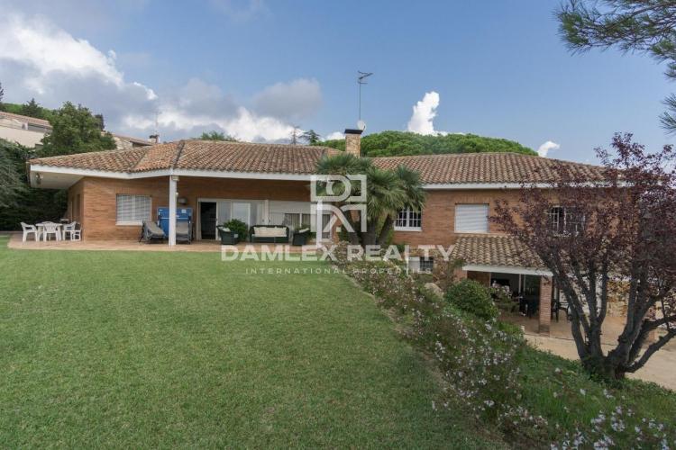 Maison / Villa avec 5 chambres, terrain 5000m2, a vendre á San Vicente de Montalt, Côte Nord de Barcelone