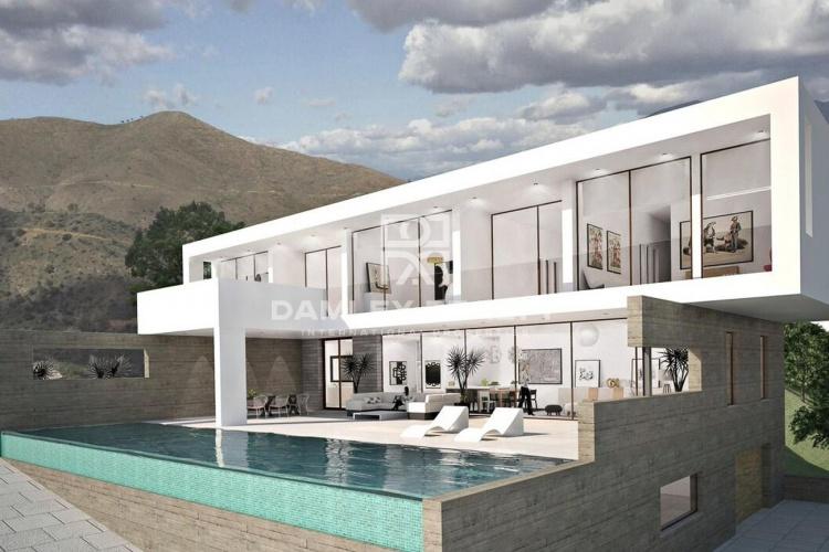 Maison / Villa avec 4 chambres, terrain 4000m2, a vendre á Marbella Est, Costa del Sol