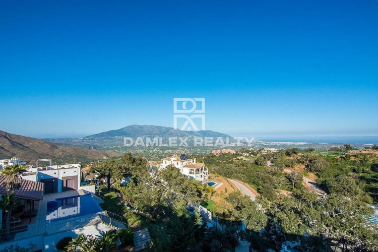 Maison / Villa avec 4 chambres, terrain 2616m2, a vendre á Marbella Est, Costa del Sol