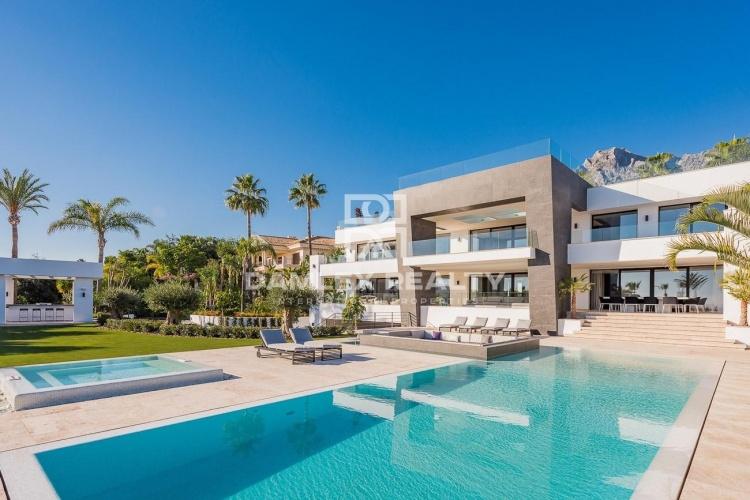 Maison / Villa avec 6 chambres, terrain 2697m2, a vendre á Golden Mile, Costa del Sol