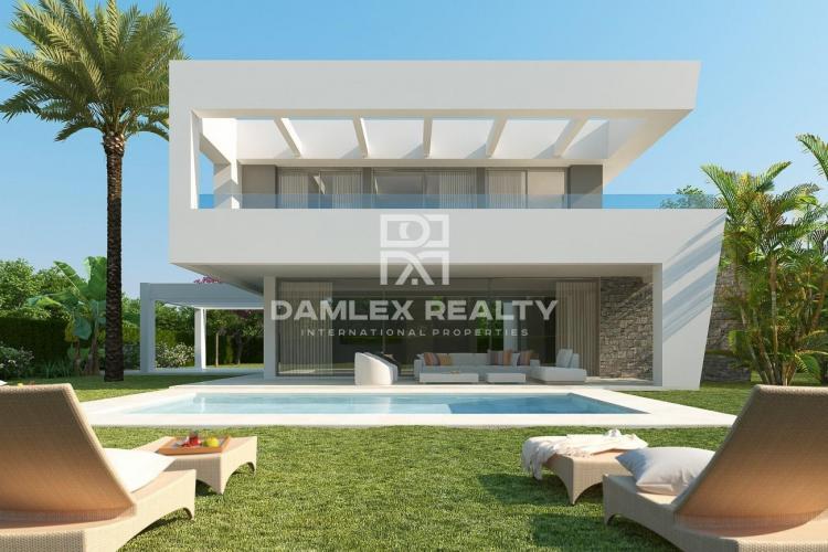 Maison / Villa avec 4 chambres, terrain 520m2, a vendre á Marbella Est, Costa del Sol