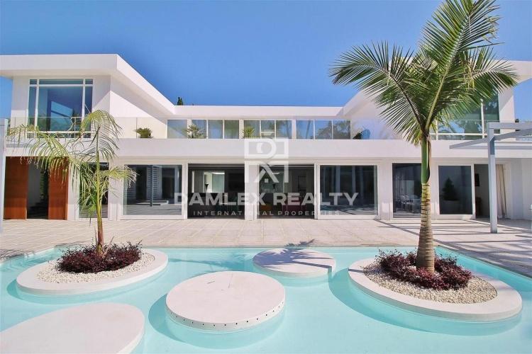 Maison / Villa avec 7 chambres, terrain 2997m2, a vendre á Marbella Ouest, Costa del Sol