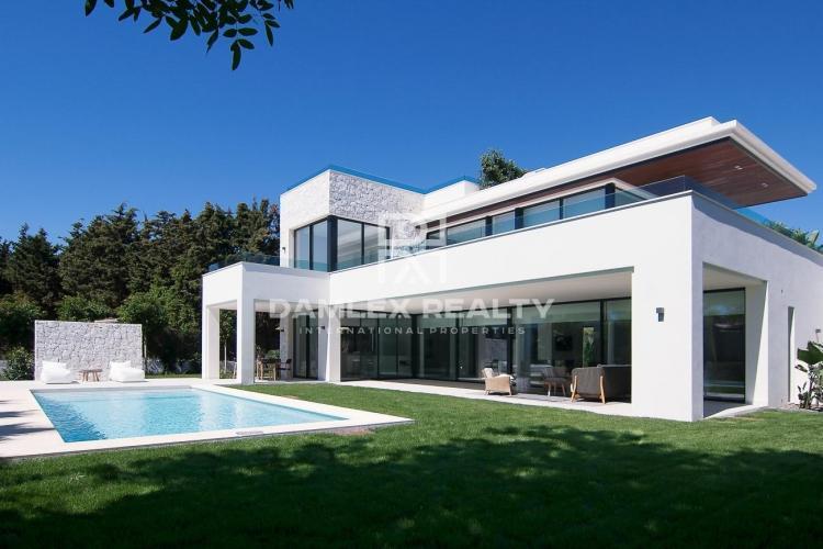Maison / Villa avec 5 chambres, terrain 1062m2, a vendre á Estepona, Costa del Sol