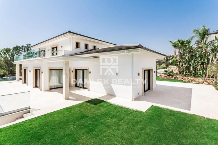 Maison / Villa avec 5 chambres, terrain 2033m2, a vendre á Marbella Ouest, Costa del Sol