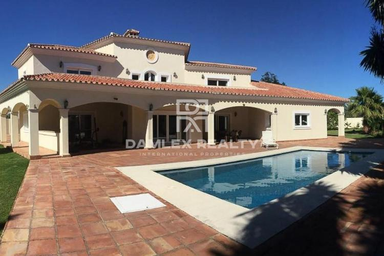 Maison / Villa avec 6 chambres, terrain 2166m2, a vendre á Estepona, Costa del Sol