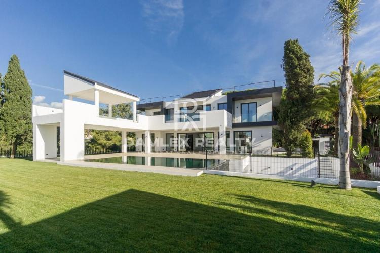 Maison / Villa avec 5 chambres, terrain 1720m2, a vendre á Marbella Est, Costa del Sol