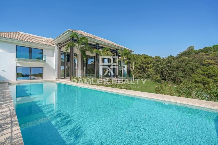 Maison / Villa avec 7 chambres, terrain 9512m2, a vendre á Marbella Ouest, Costa del Sol