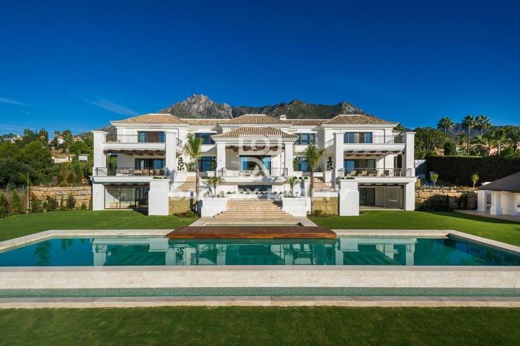 Villa de luxe avec vue sur la mer dans le quartier du Golden Mile