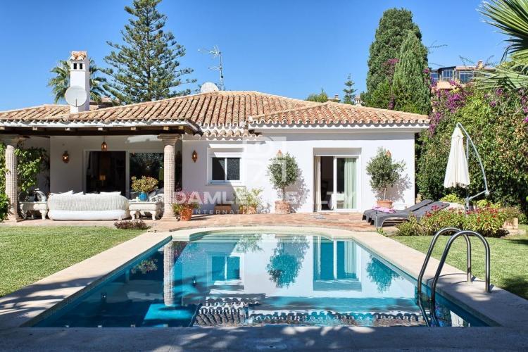 Maison / Villa avec 3 chambres, terrain 1000m2, a vendre á Estepona, Costa del Sol