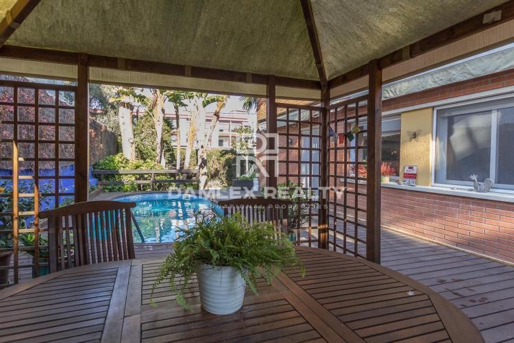 Maison / Villa avec 5 chambres, terrain 230m2, a vendre á Gava, Côte sud de Barcelone
