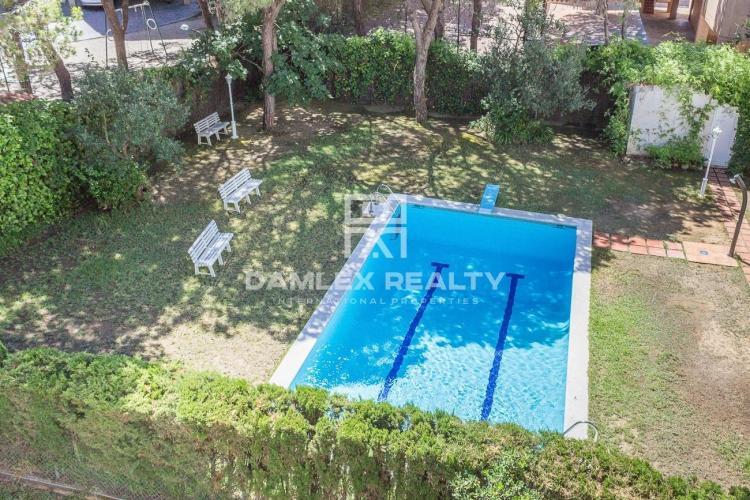 Maison / Villa avec 5 chambres, terrain 370m2, a vendre á Gava, Côte sud de Barcelone