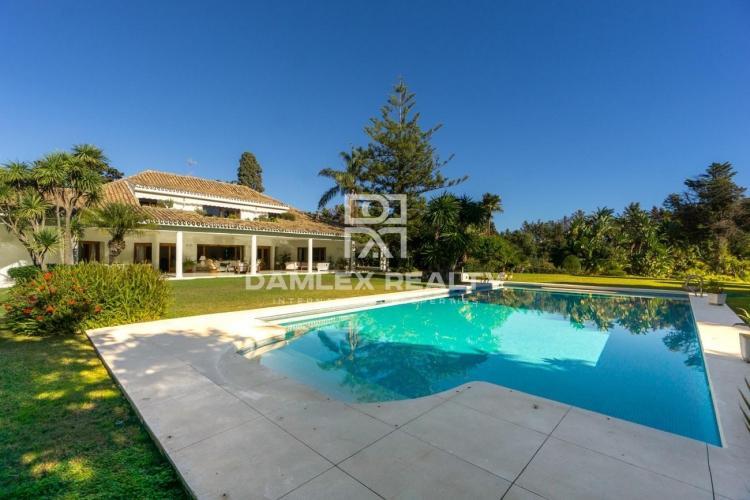 Maison / Villa avec 9 chambres, terrain 8185m2, a vendre á Marbella Ouest, Costa del Sol
