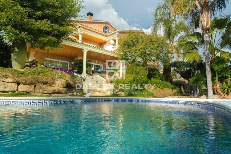 Maison / Villa avec 6 chambres, terrain 1096m2, a vendre á Premia de Dalt, Côte Nord de Barcelone
