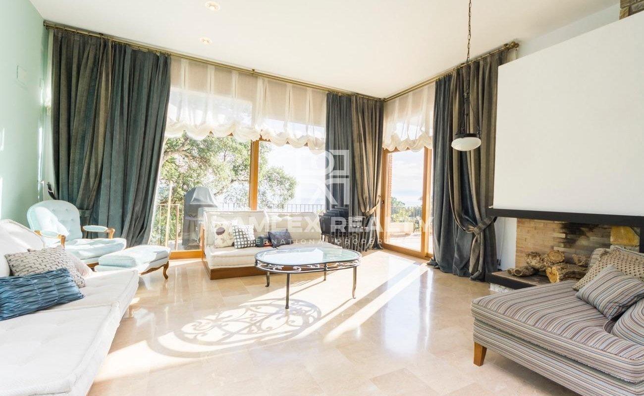 Villa avec vue imprenable sur la mer dans l`urbanisation MarTossa de Tossa de Mar
