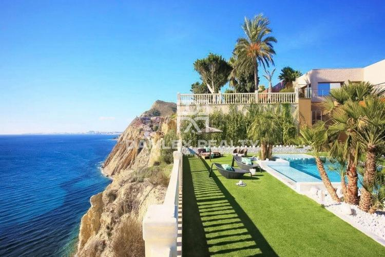 Maison / Villa avec 6 chambres, terrain 3000m2, a vendre á Altea, Costa Blanca