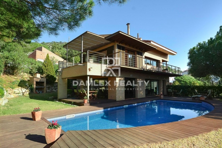 Maison / Villa avec 4 chambres, terrain 1529m2, a vendre á Cabrils, Côte Nord de Barcelone