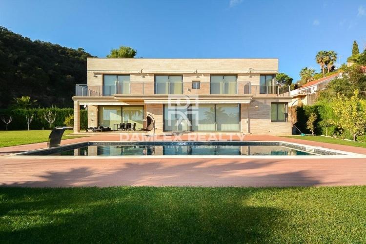 Villa avec vue sur la mer dans une urbanisation de la Costa Brava