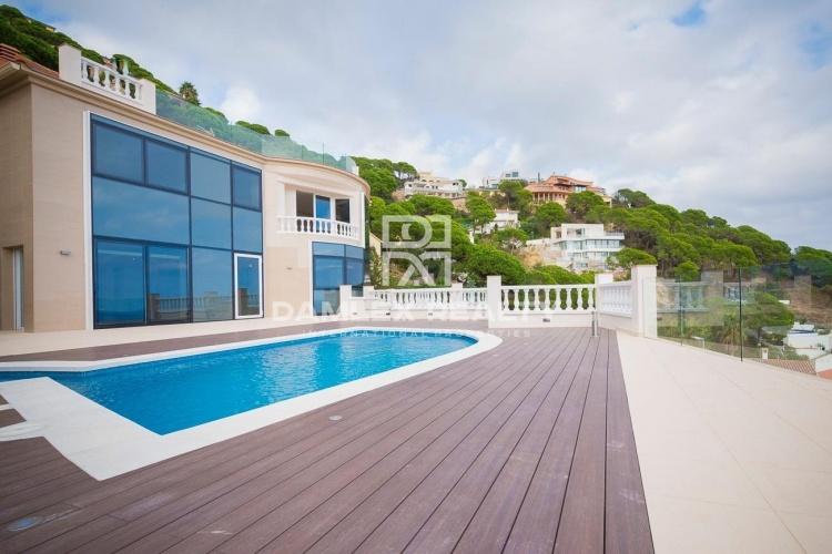 Maison / Villa avec 4 chambres, terrain 1100m2, a vendre á Lloret de Mar, Costa Brava