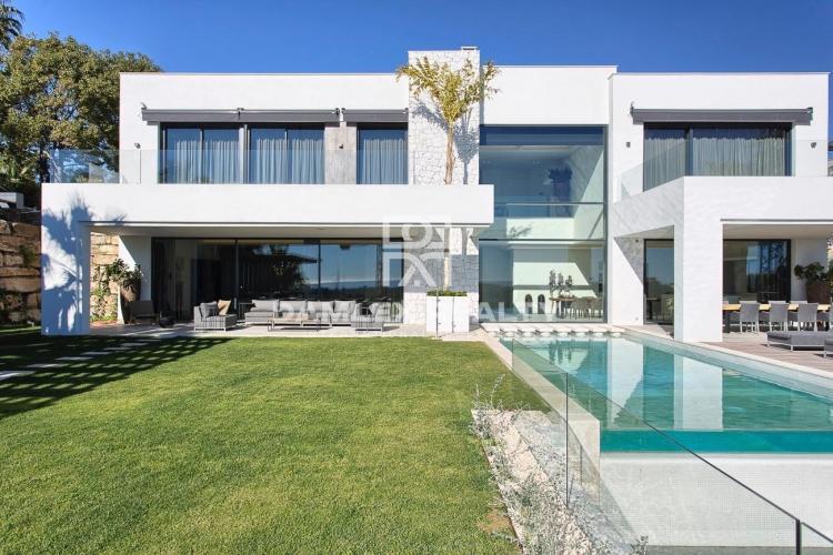 Maison / Villa avec 5 chambres, terrain 1614m2, a vendre á Estepona, Costa del Sol