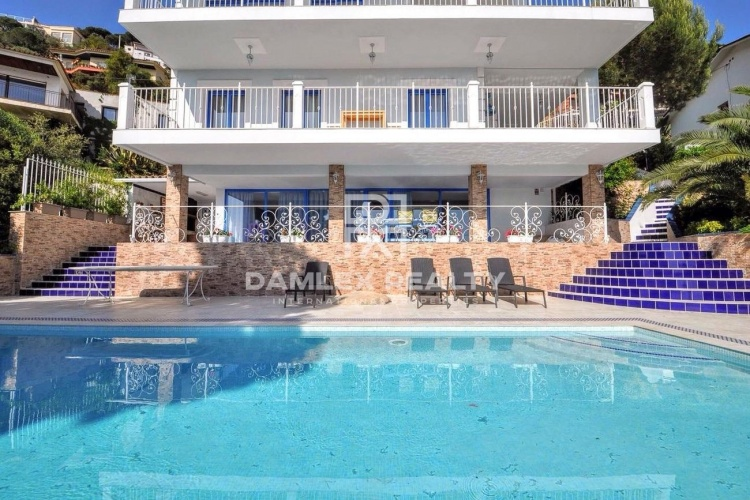Maison / Villa avec 4 chambres, terrain 964m2, a vendre á Lloret de Mar, Costa Brava