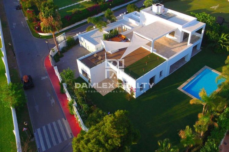 Maison / Villa avec 5 chambres, terrain 1555m2, a vendre á Estepona, Costa del Sol