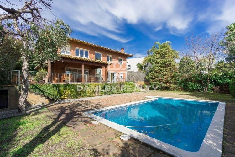 Maison / Villa avec 5 chambres, terrain 750m2, a vendre á Alella, Côte Nord de Barcelone
