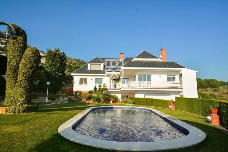 Maison / Villa avec 3 chambres, terrain 1100m2, a vendre á Alella, Côte Nord de Barcelone