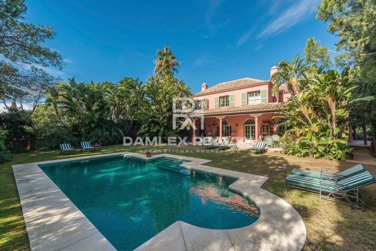 Maison / Villa avec 5 chambres, terrain 4242m2, a vendre á Marbella Est, Costa del Sol