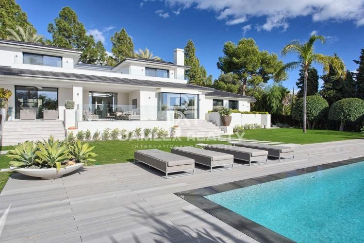 Maison / Villa avec 5 chambres, terrain 3081m2, a vendre á Marbella Est, Costa del Sol