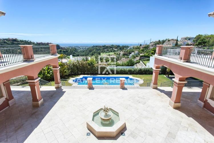 Maison / Villa avec 9 chambres, terrain 5250m2, a vendre á Marbella Ouest, Costa del Sol