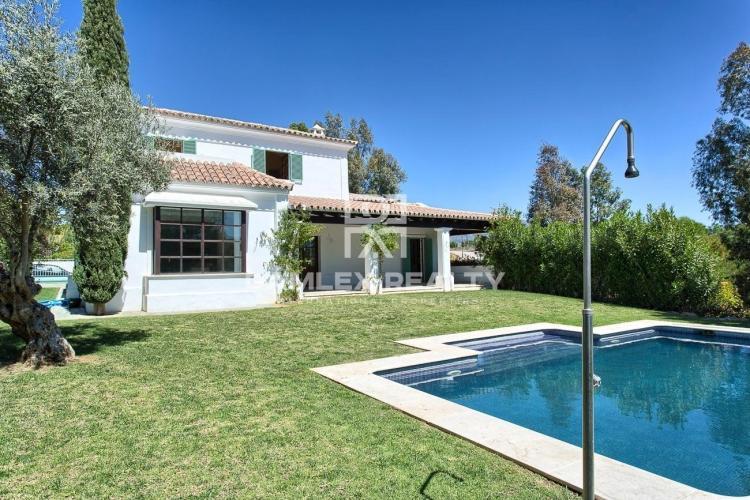 Maison / Villa avec 4 chambres, terrain 930m2, a vendre á Mijas / Fuengirola, Costa del Sol