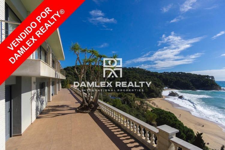 Villa avec magnifique vue sur la mer et accès direct à la plage